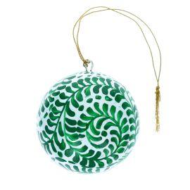 Boule de noël verte peinte à la main