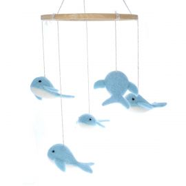 mobile-feutre-baleines-bleues